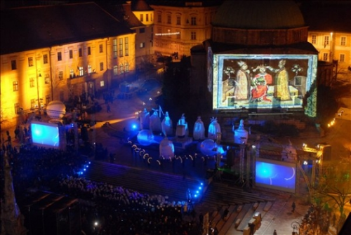 Pecs ECC 2010 - Gala opening attracts 12,000